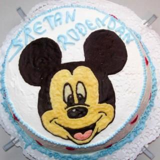 torta sa buter dekoracijom