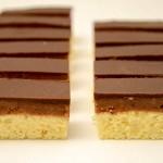 Šareni kolač sa orasima i čokoladom