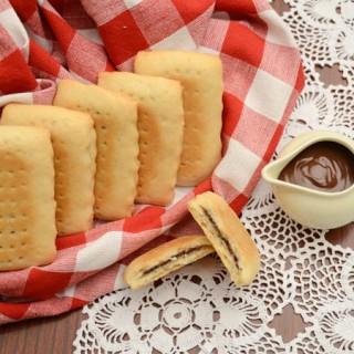 Domaći petit keks sa čokoladnim punjenjem