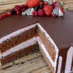 Torta od čokolade i jagoda sa krem sirom