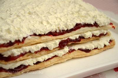 složen-kolač-sa-višnjama-i-mascarpone-kremom