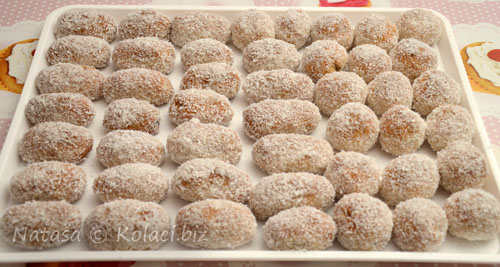 keksici-sa-kokosom-na-tacni