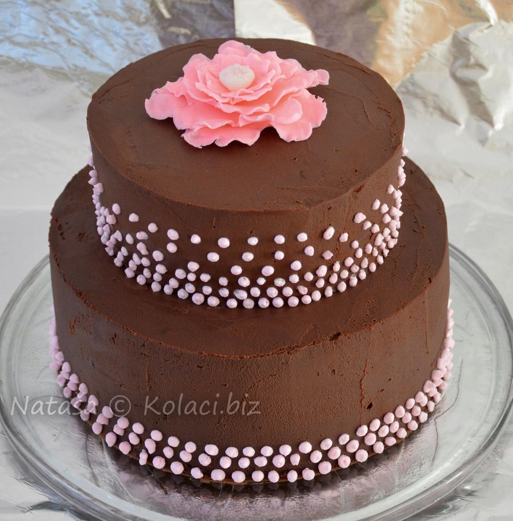 torta-na-kat-dekorirana-sa-ganache-kremom