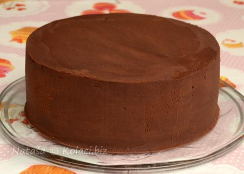 velika-torta-premazana-ganache-kremom