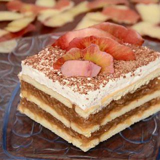 Brzi kolač sa jabukama i keksom (video)