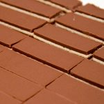 Čokoladna glazura koja ne puca i kako precizno izrezati kolače (video)
