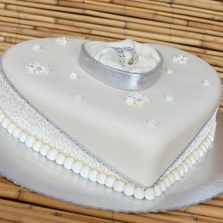 Svadbena torta sa kutijicom za prstenje (video – tutorijal)