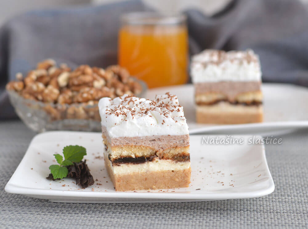 kolač od dvije vrste keksa