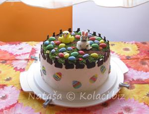 torta sa uskršnjim dekoracijama